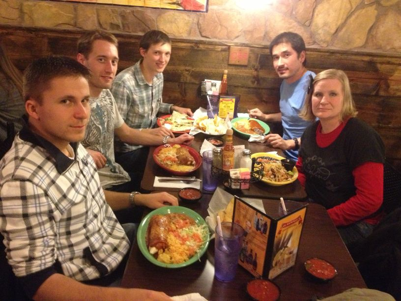 Tom, Kris, ich, Farhod und Kristie beim Mexikaner vor dem Kinobesuch.