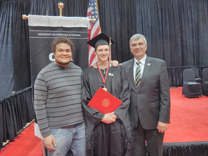 Graduation von University of Nebraska Omaha. Mit Mike und Papa.
