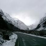 Linksverkehr auf dem Weg zu den Milford Sounds